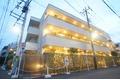 東京都世田谷区、成城学園前駅徒歩13分の築7年 3階建の賃貸マンション